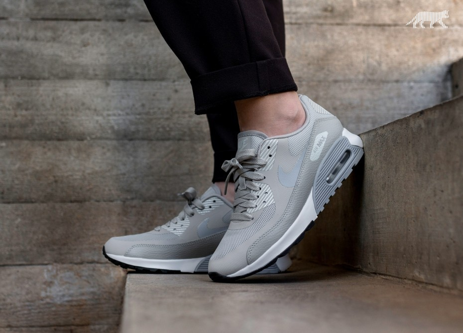 Nike Mujer Air Max 90 Ultra 2.0 (Grises/Blancas/Negras) 881106-003
