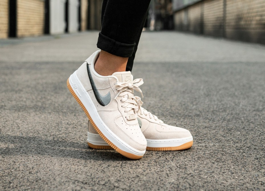 Nike Mujer Air Force 1 '07 LX (Guava Ice/Verde/Amarillas) 898889-801