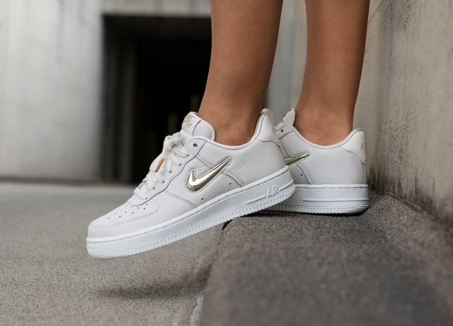 Nike Mujer Air Force 1 '07 PRM LX (Phantom/Metallic Gold/Blancas) AO3814-001