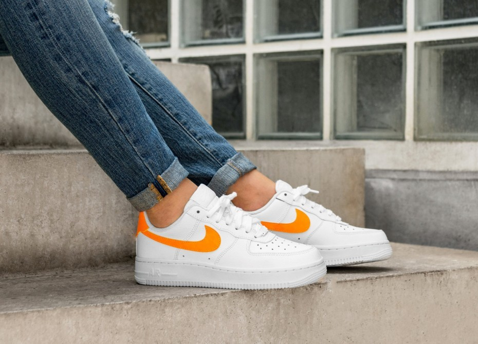 Nike Mujer Air Force 1 Low (Blancas/Naranjas/Blancas) AH0287-101