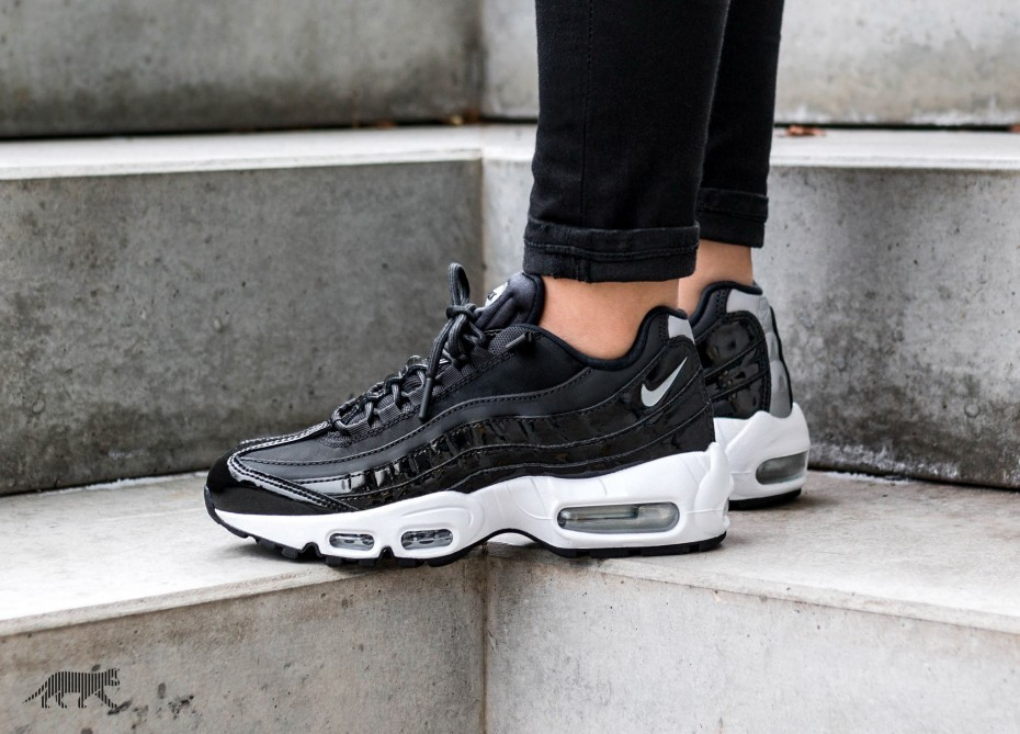 Nike Mujer Air Max 95 SE PRM *Force Is Female* (Negras/Plateadas/Grises) AH8697-001