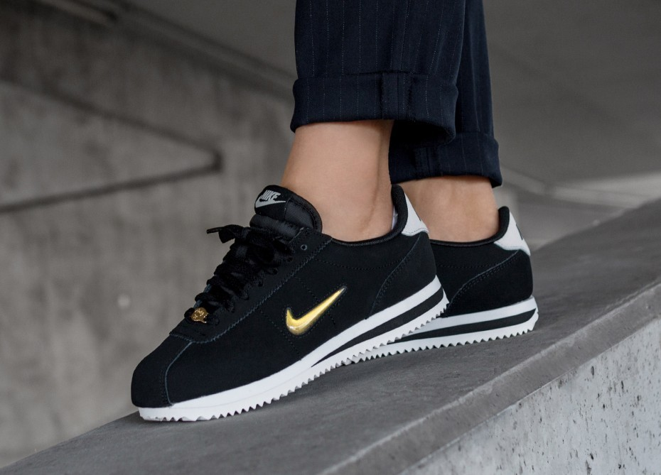 Nike Mujer Cortez Basic Jewel '18 (Negras/Metallic Gold/Phantom) AA2145-004