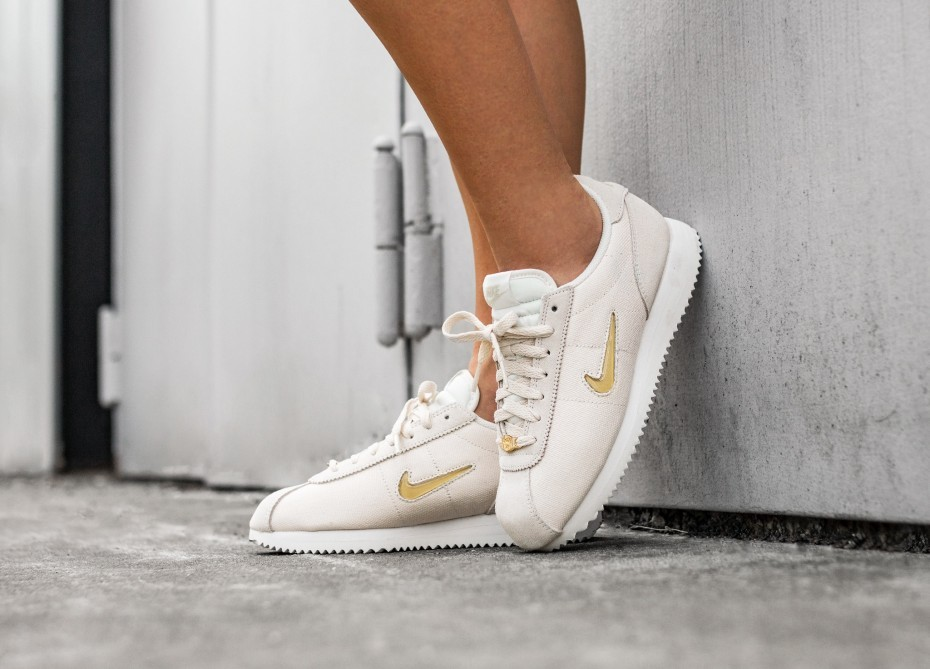 Nike Mujer Cortez Basic Jewel '18 (Phantom/Metallic Gold/Blancas) AA2145-003
