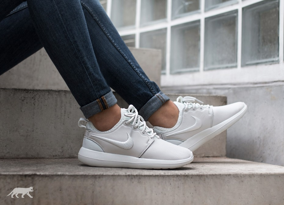 Nike Mujer Roshe Two SI (Blancas/Azul) 881187-100