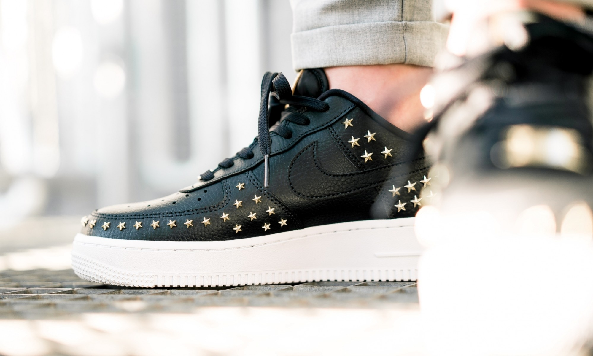 Nike Air Force 1 Low (Negras/Oro metalizado-Blancas) AR0639-001